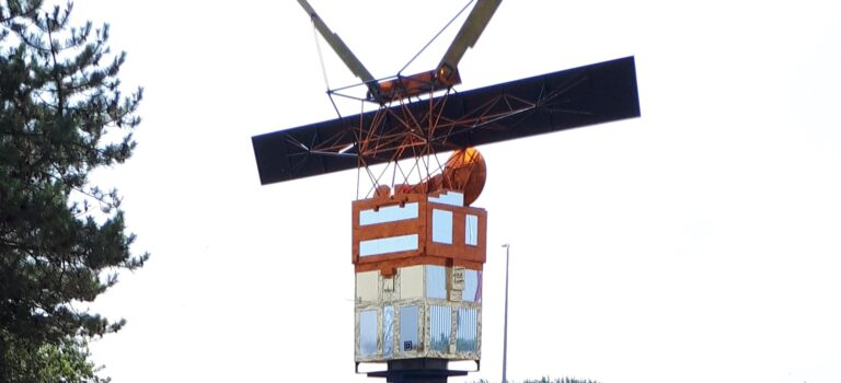 Satellitenbau